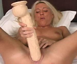 rijpe sloerie komt klaar op zijn lekkere stamper porno video hitsig blondje wil vaak geneukt worden blondje komt klaar met dildo