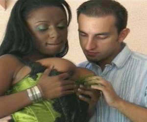 Junges Teengirl wird frhlich gepoppt - PORNOTOMMYcom
