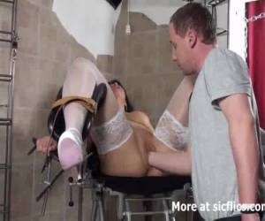 //media.yellowplace.nl/media/203/images/06-blond_milf_fist_fucked_in_her_cavernous_vagina_-_porn_videos.jpg