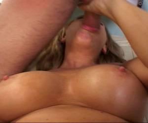 meisjes met grote borsten fotos rauwe sex bisex meid verwent twee grote lullen lekker in haar mondje turkse met grote tieten