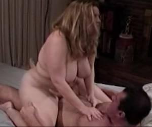 en geil een paars netshirt laat haar grote tieten zien sexvideo geile miss saigon laat haar tieten tieten freak