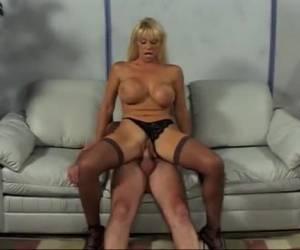 schoonzoonsex blote omakut streaming porno rijpe vrouw met een piercing door haar clitje