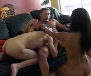 drie seksbeesten komen samen voor de camera in een trio die niet vergeten zal worden