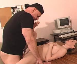 amateur tieners bij de dokter gratis sex met haar harige kut ligt deze vrouw op de bank de buuf neuken