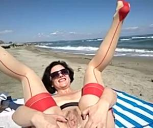 Extreem kinky on the beach