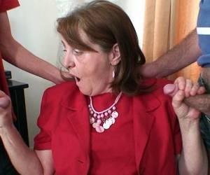 naakte babes met hangtieten video mijn naakte schoonmoeder porno video cfnm babes humliated guy with small cock