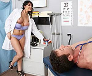 amateur tieners bij de dokter porno video brunette met kaal poesje dokter scheer kutje kaal