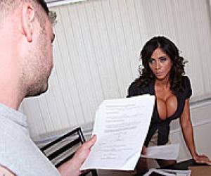 met haar harige kut ligt deze vrouw op de bank porno clips duitse milf porn tube duitse vrouwmet harige kut