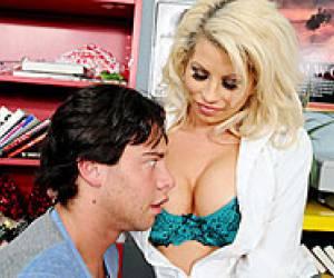 blonde deborah zuigt bakkerspikken blonde hoer op de wallen zuigt klant rauwe sex blonde milf phyllisha swallows cum from black dick