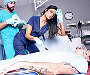 doctor viejo se aprovecha de pacientes jovenes