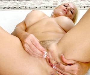 sexdate Chick met grote tieten rijdt op vleespik