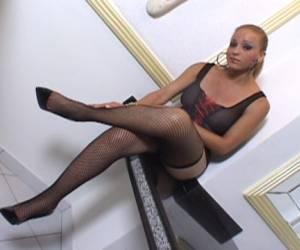 transessuale che scopa con un tipo bruno ed eccitato