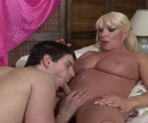 geile standjes voor lesbos porno clips hitsig blondje wil vaak geneukt worden geneukt worden door een geile tranny