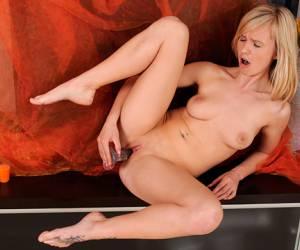 lady gaga aan het strippen meisje betrapt met strippen sexvideo rijpe kinky lady in latexjurk met dildo in haar kut