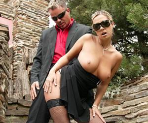 Ashlynn Brooke en James Deen in de douche