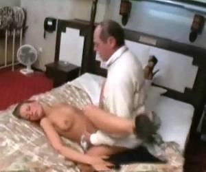 abuelita desnuda espiada