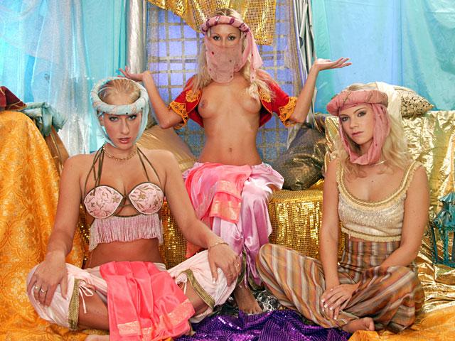 gym Geile blondjes gaan los in lesbisch onderonsje
