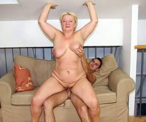 opa beft vrouw vingert man